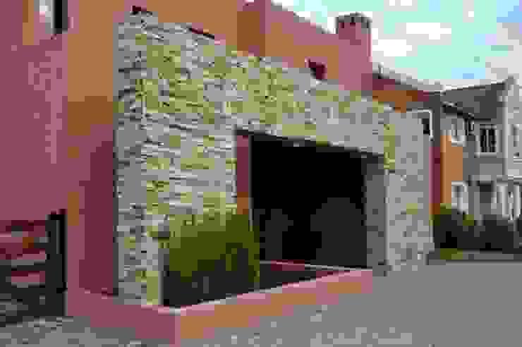 CASA M BARRIO SAUSALITO - PILAR - BUENOS AIRES - ARGENTINA Casas de estilo colonial de Desarrollos Proyecta Colonial