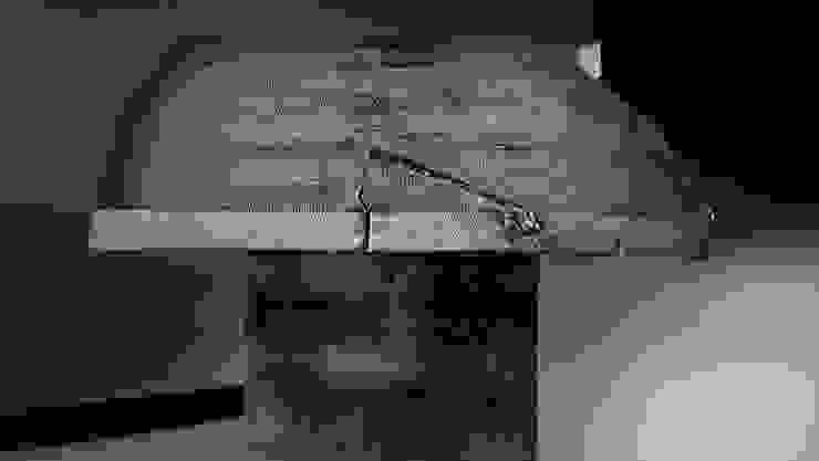 Monolith silver-grey: modern  von Stefan Knopp,Modern
