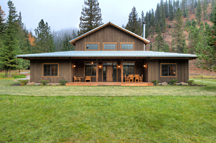 Lucky 4 Ranch:  Houses by Uptic Studios, Rustic