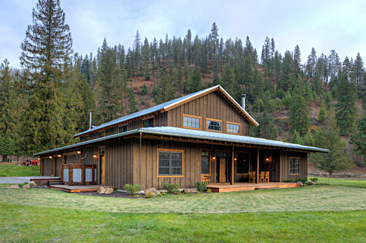Lucky 4 Ranch Uptic Studios Rustic style houses