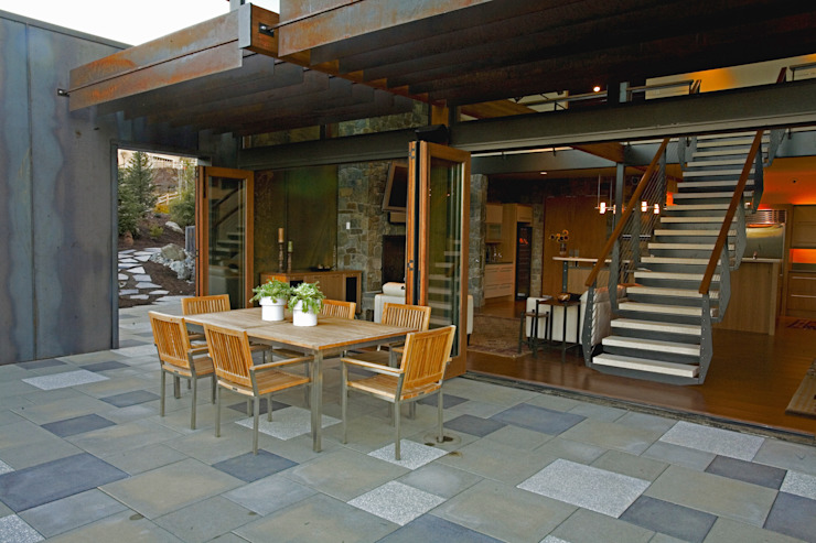 Patios & Decks by Uptic Studios, Modern