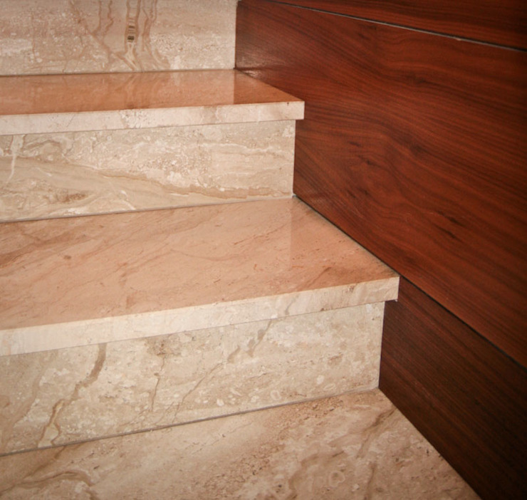 Classic style corridor, hallway and stairs by BAGOMAR Sp. z o.o. Classic