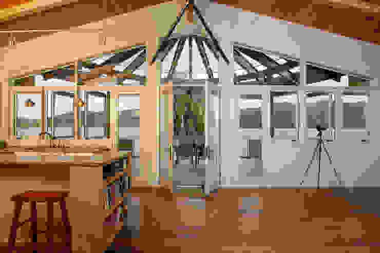 Liberty Lake Residence Nowoczesne okna i drzwi od Uptic Studios Nowoczesny