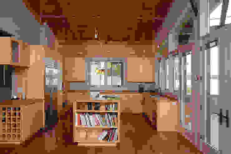 Liberty Lake Residence Nowoczesna kuchnia od Uptic Studios Nowoczesny