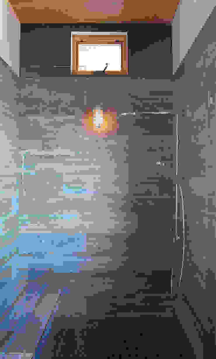 Camp Hammer Uptic Studios Phòng tắm phong cách hiện đại