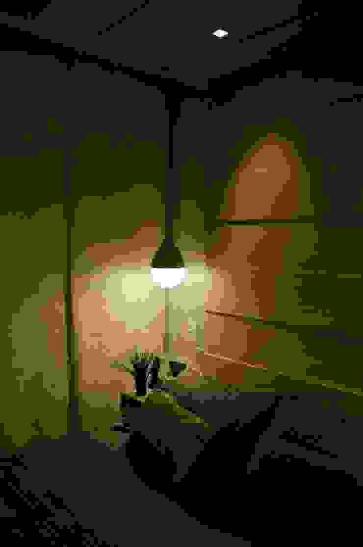 Iluminação cabeceira por Paula Werneck Arquitetura Moderno