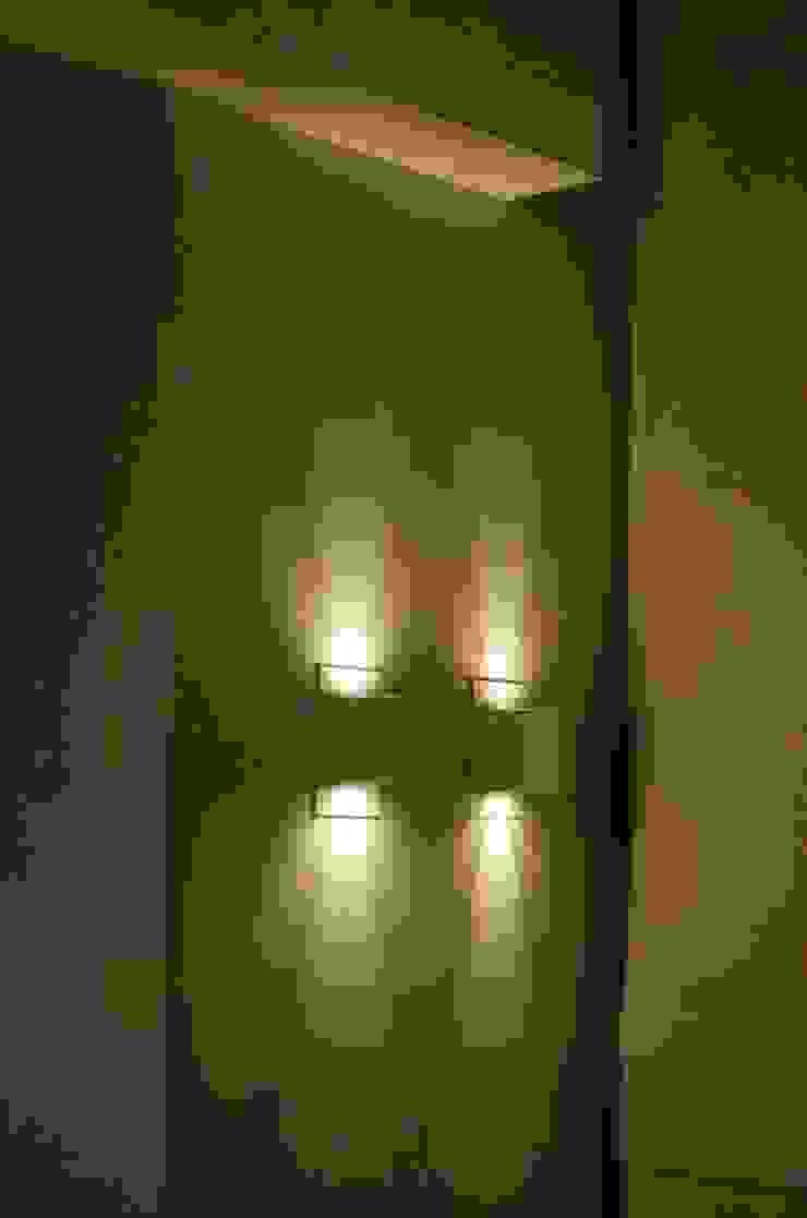 Detalhe de iluminação por Paula Werneck Arquitetura Moderno