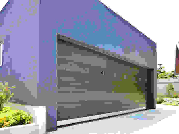 オーバーガレージドア 米松フラットタイプ: 株式会社ワールドガレージドアが手掛けたスカンジナビアです。,北欧