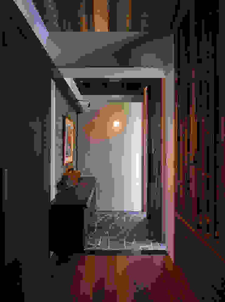 座喜味のヴィラ 岡部義孝建築設計事務所 和風スタイルの 壁&フローリングデザイン