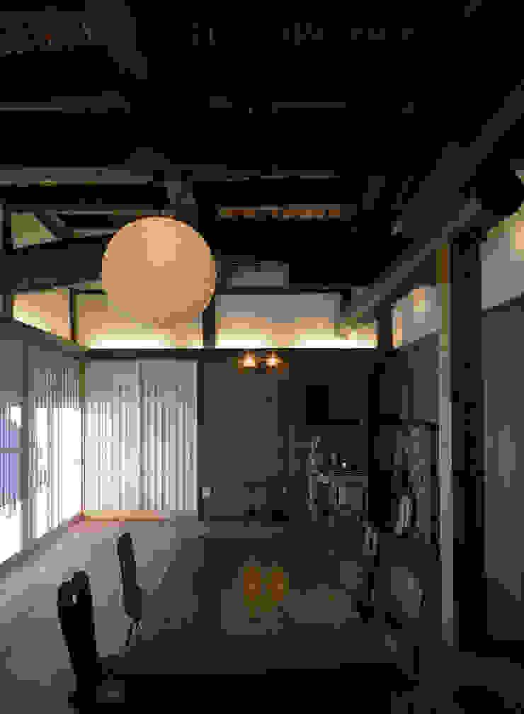 リビング: 土公建築・環境設計室   DOKO Archtecture & Environmental Designsが手掛けたクラシックです。,クラシック