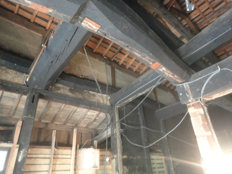 シロアリ被害部分: 土公建築・環境設計室   DOKO Archtecture & Environmental Designsが手掛けたクラシックです。,クラシック