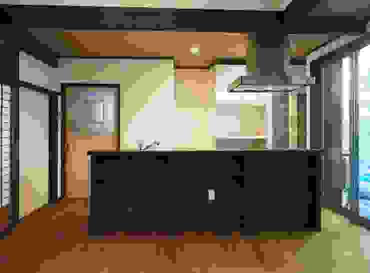 キッチン: 土公建築・環境設計室   DOKO Archtecture & Environmental Designsが手掛けたクラシックです。,クラシック