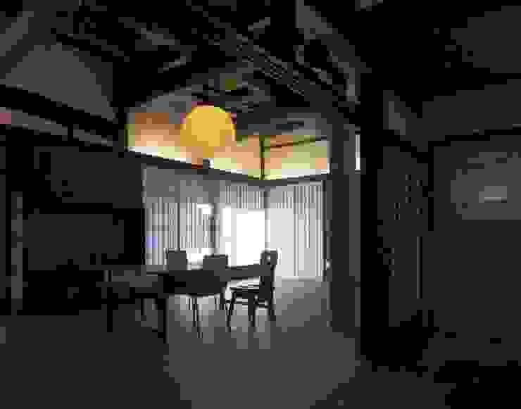 リビング・ダイニング: 土公建築・環境設計室   DOKO Archtecture & Environmental Designsが手掛けたクラシックです。,クラシック
