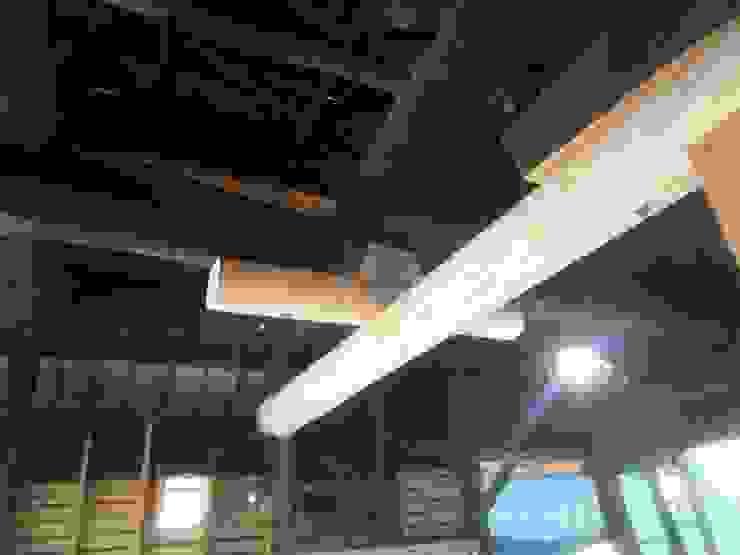 シロアリ被害部分の差し替えられた大梁: 土公建築・環境設計室   DOKO Archtecture & Environmental Designsが手掛けたクラシックです。,クラシック