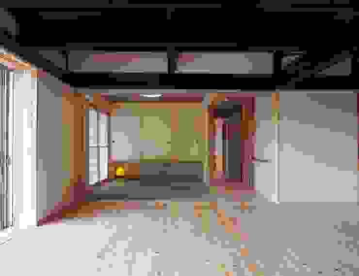 リビング・客間: 土公建築・環境設計室   DOKO Archtecture & Environmental Designsが手掛けたクラシックです。,クラシック