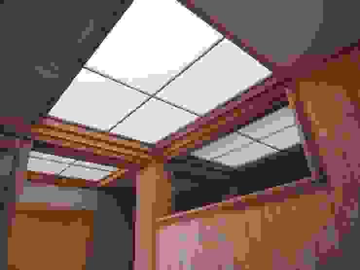 明り取り天井: 土公建築・環境設計室   DOKO Archtecture & Environmental Designsが手掛けたクラシックです。,クラシック