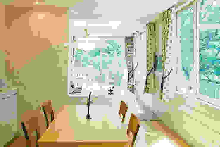Modern dining room by 株式会社 間瀬己代治設計事務所 Modern