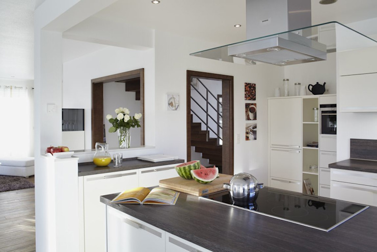 Modern kitchen by RENSCH-HAUS GMBH Modern