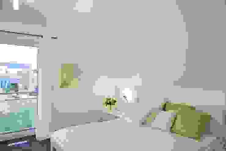 Dormitorios de estilo  por RENSCH-HAUS GMBH, Moderno