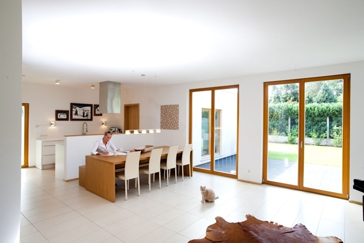 Modern Dining Room by RENSCH-HAUS GMBH Modern