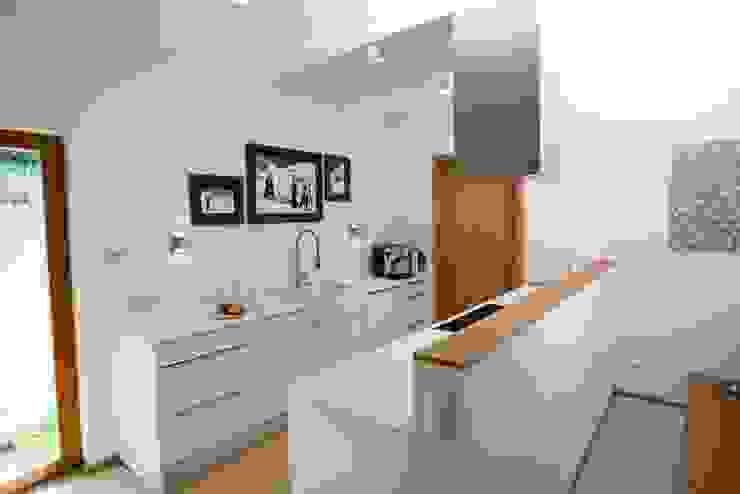 現代廚房設計點子、靈感&圖片 根據 RENSCH-HAUS GMBH 現代風