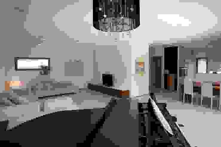 Modern Living Room by RENSCH-HAUS GMBH Modern