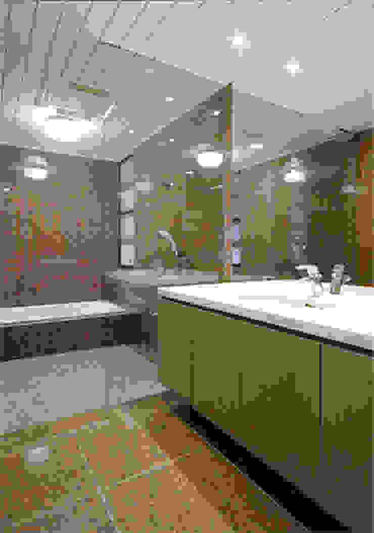 Modern style bathrooms by 株式会社 間瀬己代治設計事務所 Modern