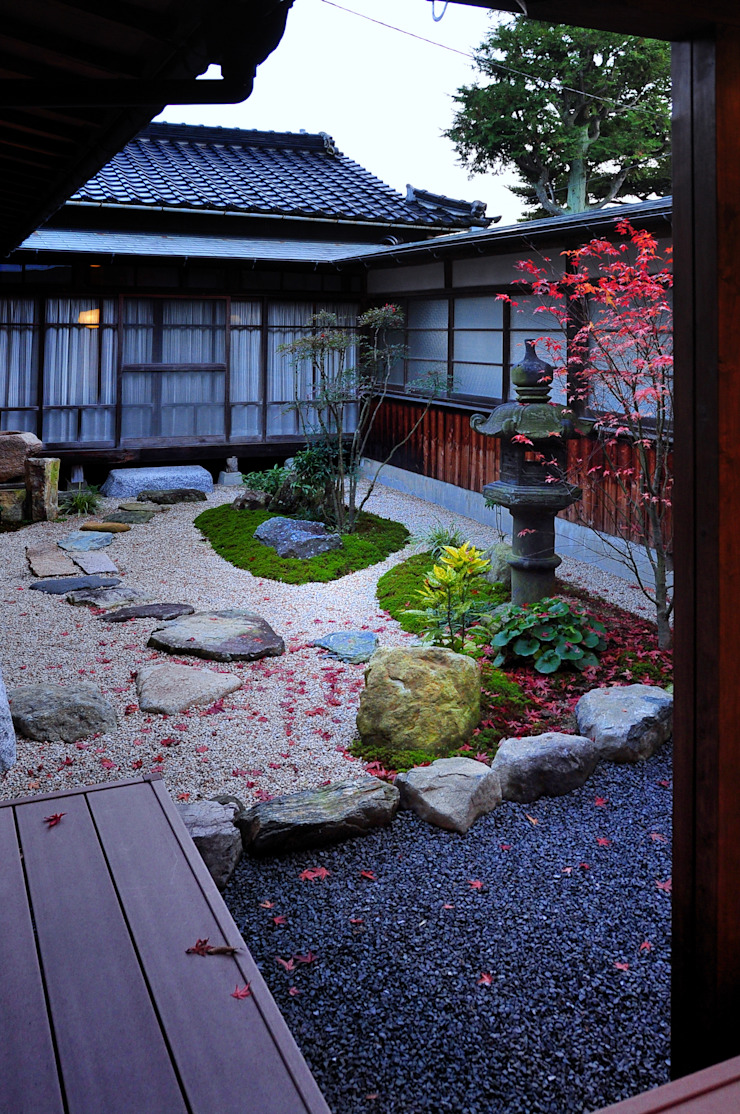 Classic style garden by 株式会社アトリエカレラ Classic