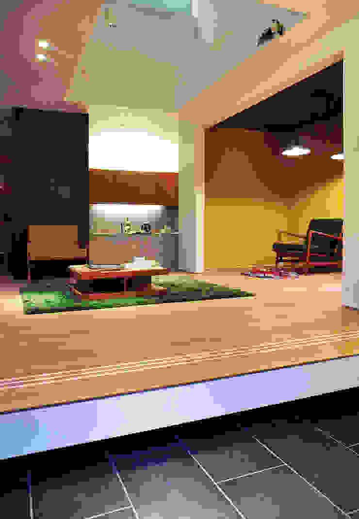 若竹の家 モダンデザインの リビング の 株式会社アトリエカレラ モダン