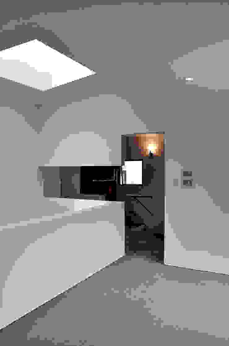 若竹の家 モダンスタイルの寝室 の 株式会社アトリエカレラ モダン
