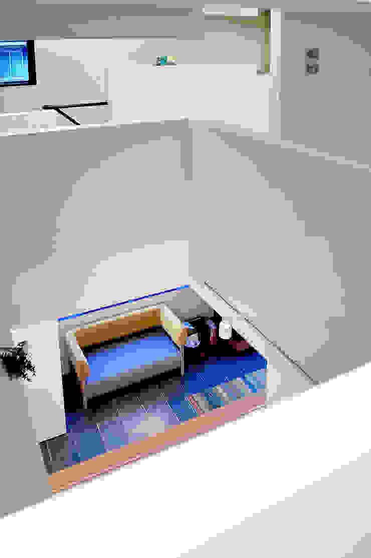 Paredes y pisos modernos de 株式会社アトリエカレラ Moderno