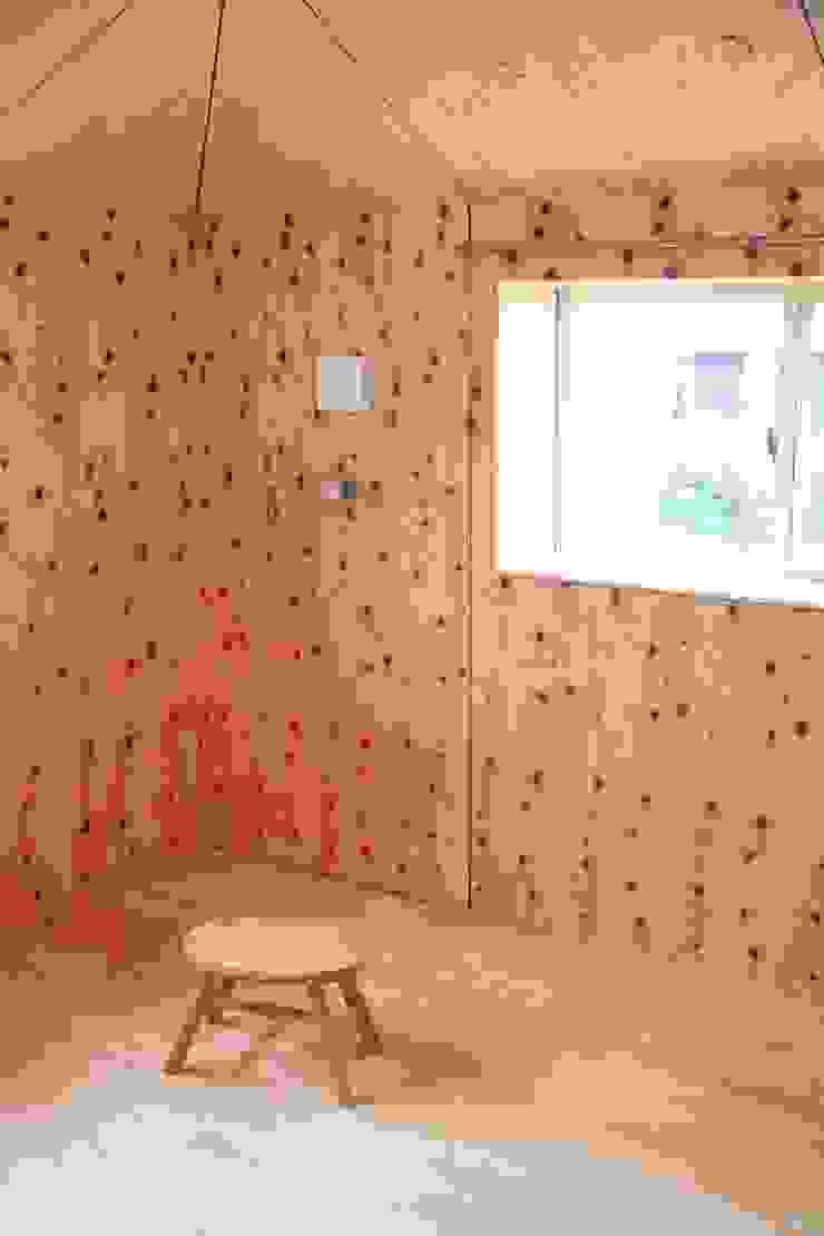 YNGH 吉野の小さな廻る家 モダンデザインの 子供部屋 の 太田則宏建築事務所 モダン