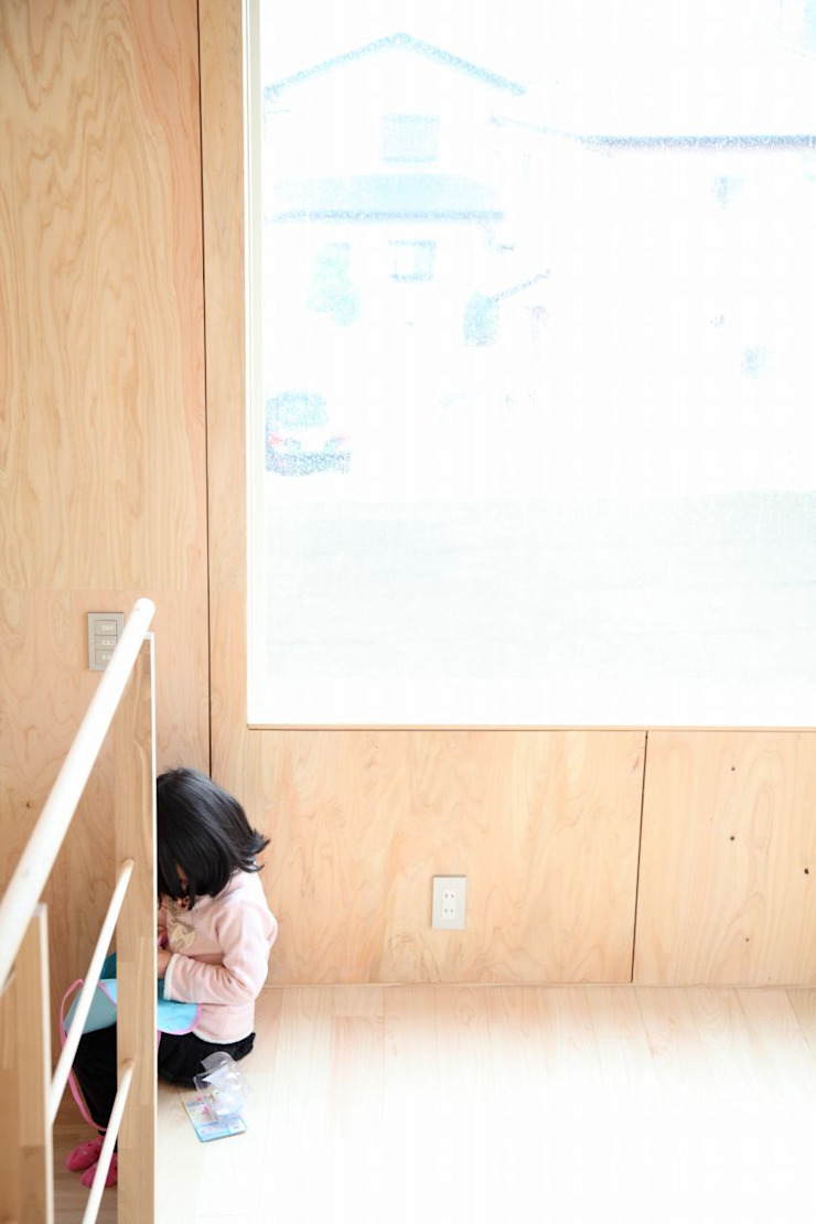 YNGH 吉野の小さな廻る家 モダンデザインの リビング の 太田則宏建築事務所 モダン