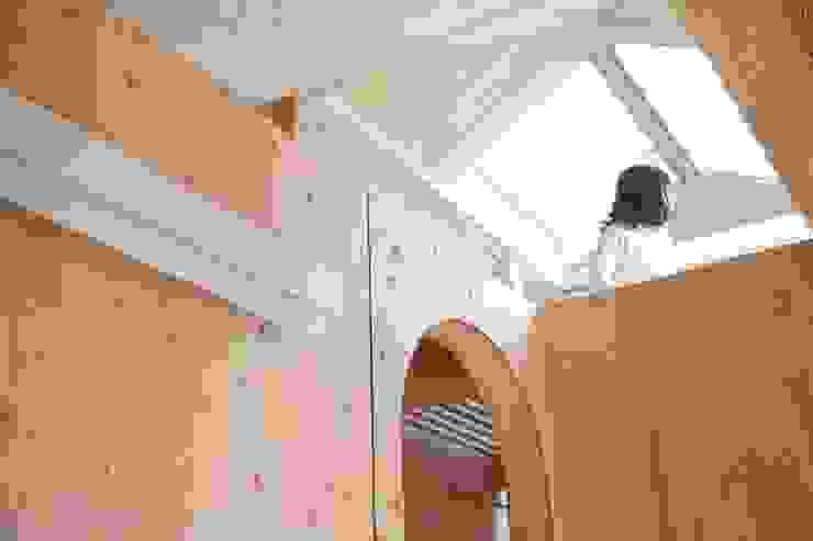 YNGH 吉野の小さな廻る家 モダンスタイルの 玄関&廊下&階段 の 太田則宏建築事務所 モダン