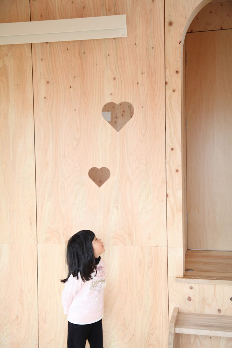 YNGH 吉野の小さな廻る家 モダンな 壁&床 の 太田則宏建築事務所 モダン