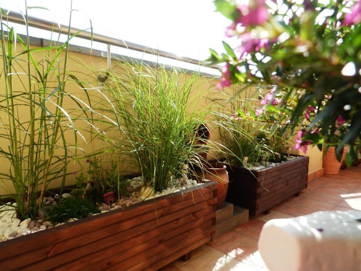 Projekt balkonu Klasyczny balkon, taras i weranda od ARCHITEKTONIA Studio Architektury Krajobrazu Agnieszka Szamocka -Niemas Klasyczny