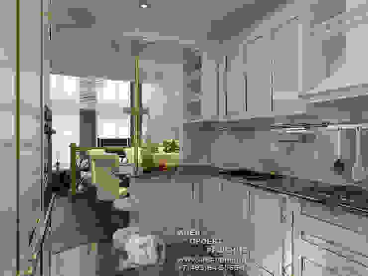 Фото интерьера белой кухни с видом на столовую Кухня в классическом стиле от Бюро домашних интерьеров Классический