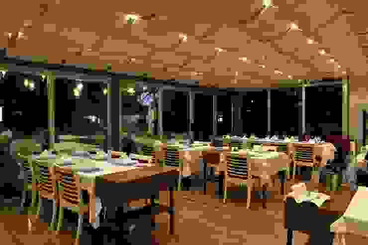Paredes y pisos de estilo mediterráneo de CO Mimarlık Dekorasyon İnşaat ve Dış Tic. Ltd. Şti. Mediterráneo