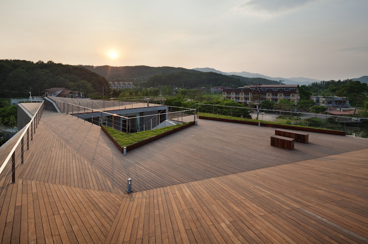 Guesthouse Rivendell: KWAK, HEESOO [IDMM Architects]의  베란다