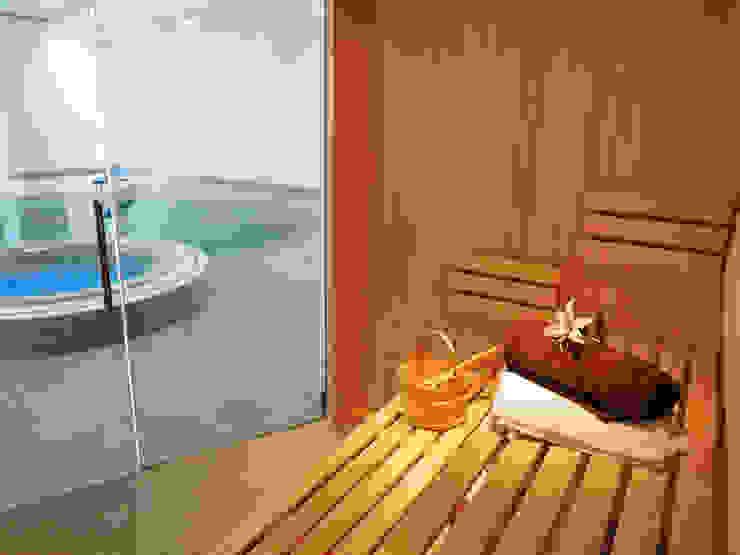 Bespoke Sauna & Steam Room for Pool Area Бассейн в стиле модерн от Oceanic Saunas Модерн