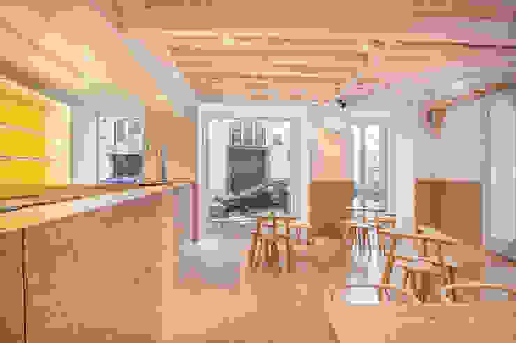 Adega dos Canários Espaços de restauração modernos por TERNULLOMELO Architects Moderno