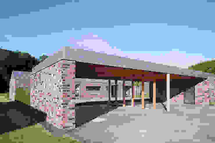 Minimalist garage/shed by Wichmann Architekten Ingenieure GmbH Minimalist