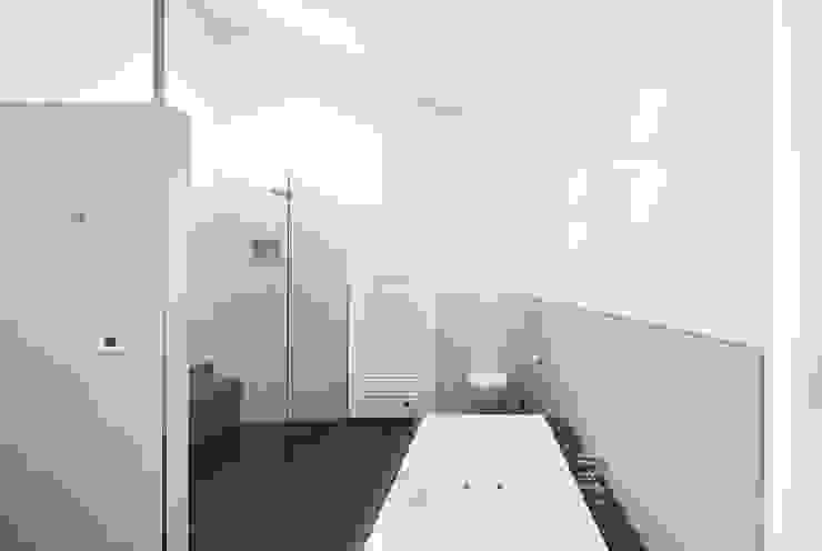 Minimalist style bathroom by Wichmann Architekten Ingenieure GmbH Minimalist