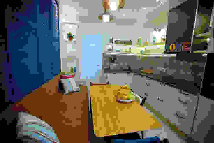 Кухня после переделки от Дизайн-студия HOLZLAB Кантри