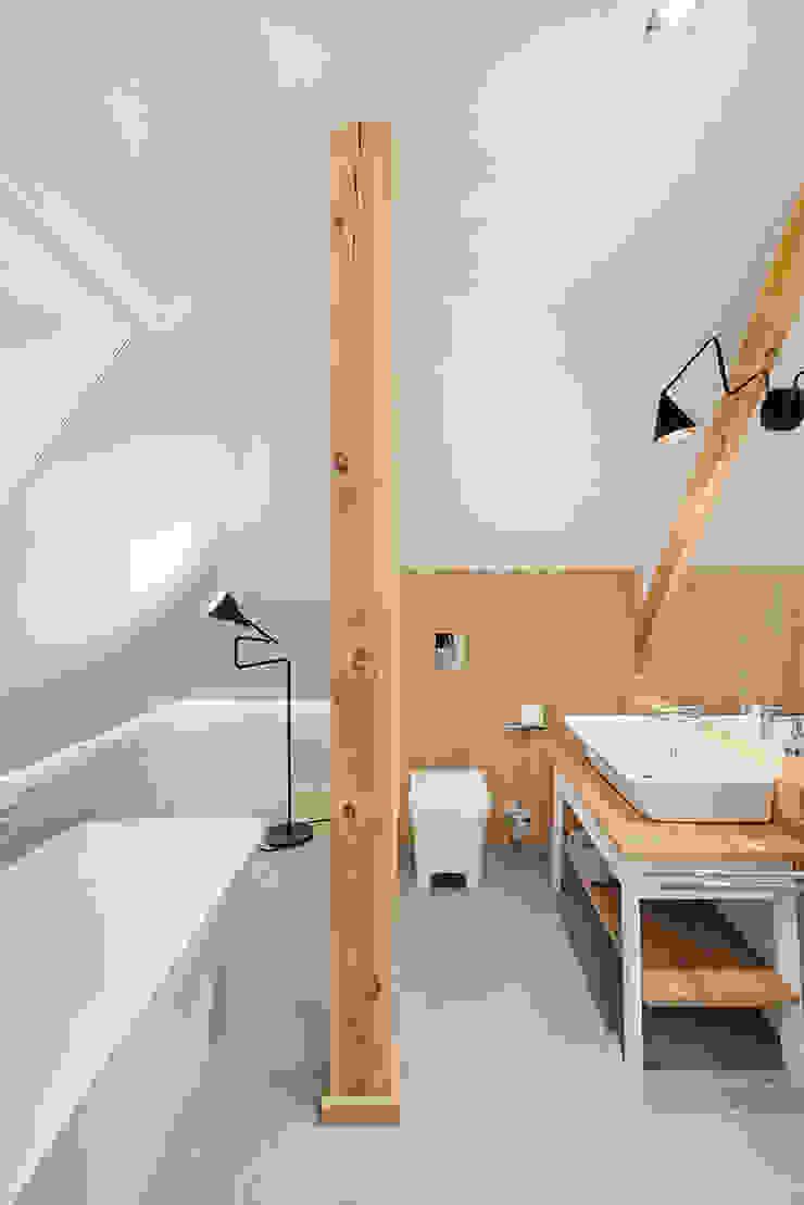Wrocław / Biskupin, dom – 365m2 Nowoczesna łazienka od razoo-architekci Nowoczesny