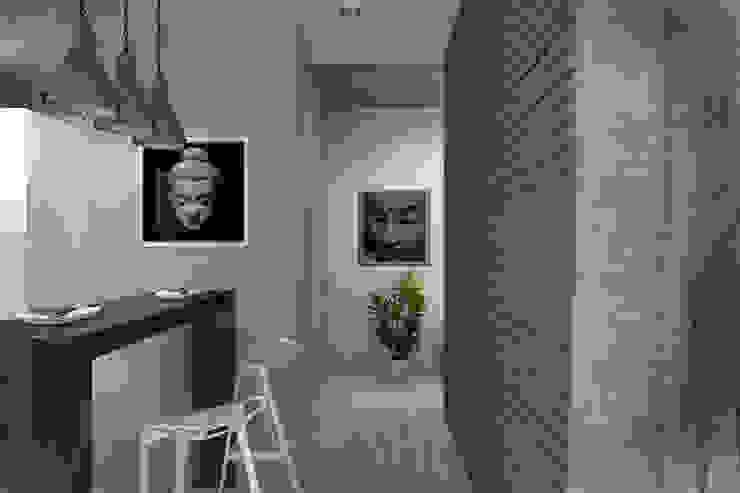Декор на стенах и потолке Кухня в стиле лофт от Дизайн-студия HOLZLAB Лофт