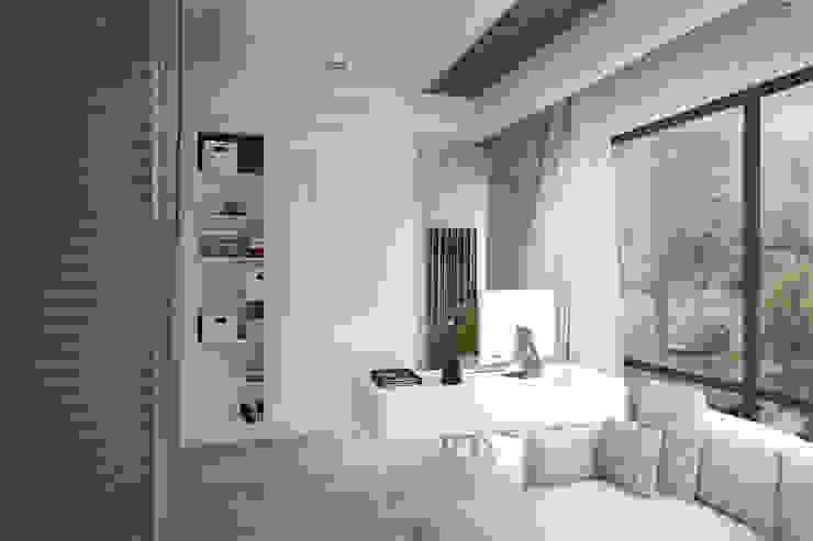 Рабочее место Рабочий кабинет в стиле лофт от Дизайн-студия HOLZLAB Лофт