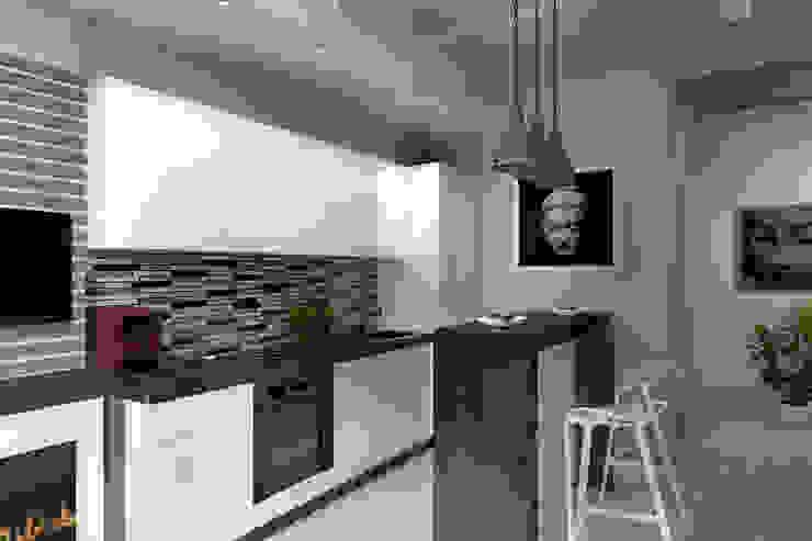 Кухня Кухня в стиле лофт от Дизайн-студия HOLZLAB Лофт