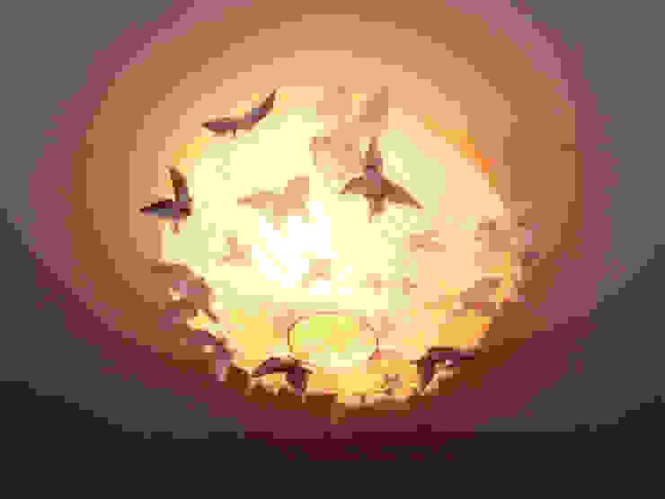 Les papillons sont attirés vers la lumière par Marie Be Design Éclectique