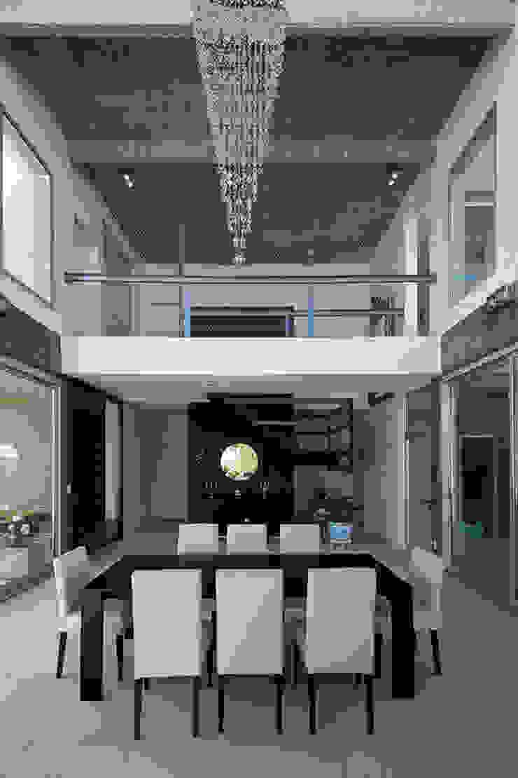 Los Castores, Nordelta Casas modernas: Ideas, imágenes y decoración de Estudio Sespede Arquitectos Moderno